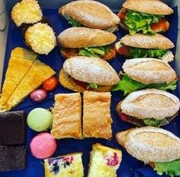 """High Broodje"" 2 pers  €14,95 p.p minimum van 2 personen"