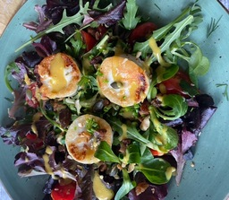 Salade/Geitenkaas/dressing/brood/boter