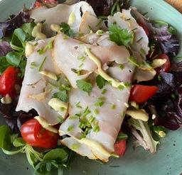 Salade/kip/brood/boter/dressing
