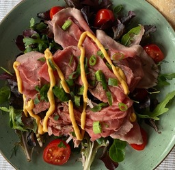 Salade/rosbief/brood/boter/dressing