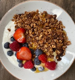Yoghurt/Granola/honing/vruchten